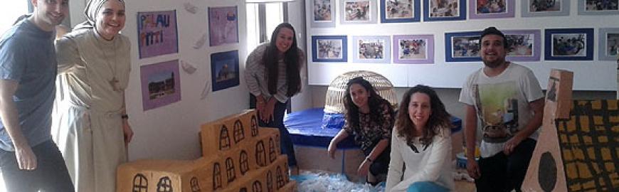 Alumnos del grado en Educación Primaria del CESAG colaboran en la exposición 'Repensar l'Arxiduc'